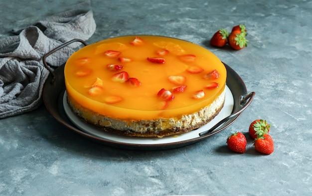 Sabrosa tarta de queso ricotta con bayas