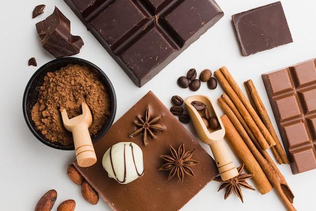 Sabrosa vista superior de chocolate y trufas