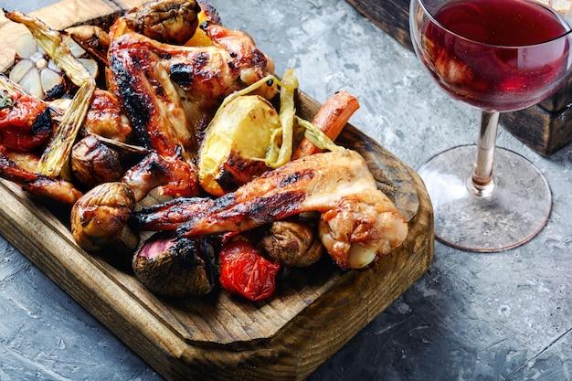 Sabrosas alitas de pollo a la parrilla