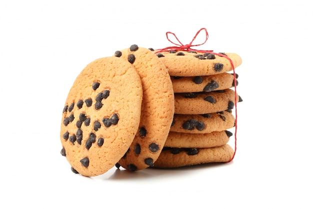Sabrosas galletas de chispas de chocolate aisladas sobre fondo blanco