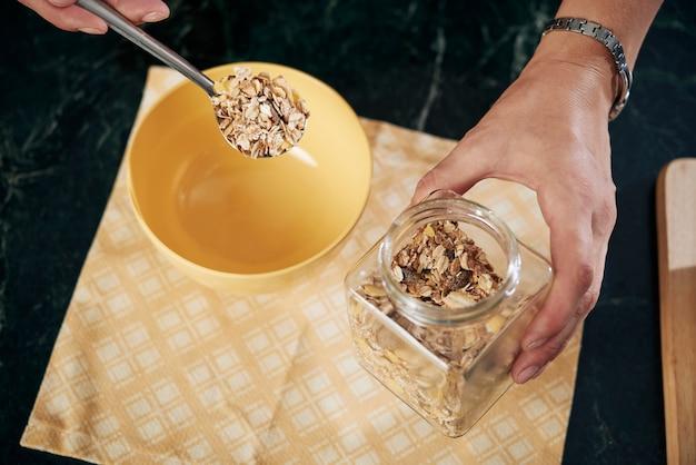 Sabroso desayuno con cereales.