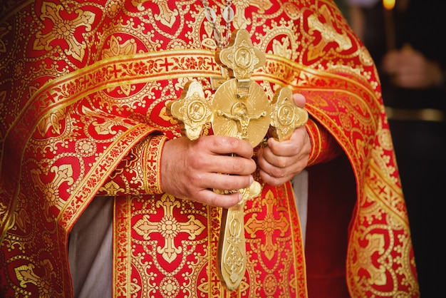 Sacerdote durante una ceremonia