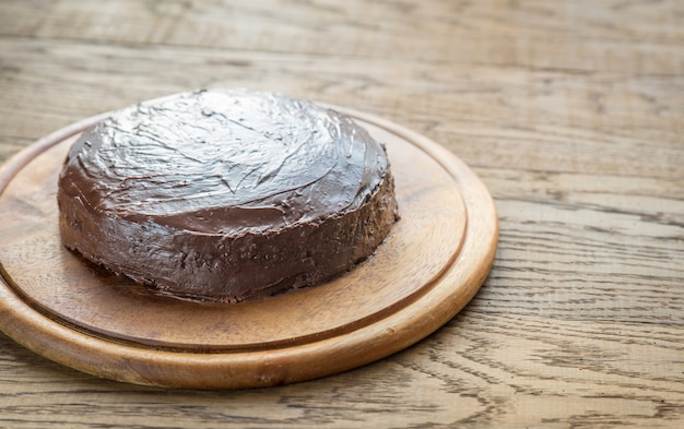 Sacher torte en la tabla de madera