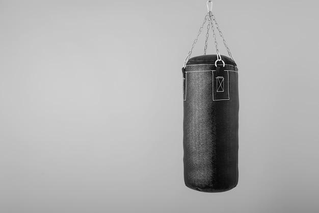 Saco de boxeo colgando