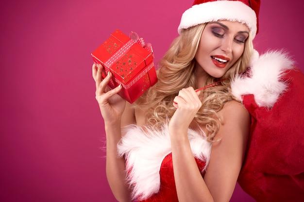 El saco es demasiado pequeño para todos los regalos.