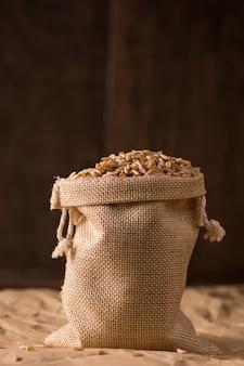 Saco repleto de cereales