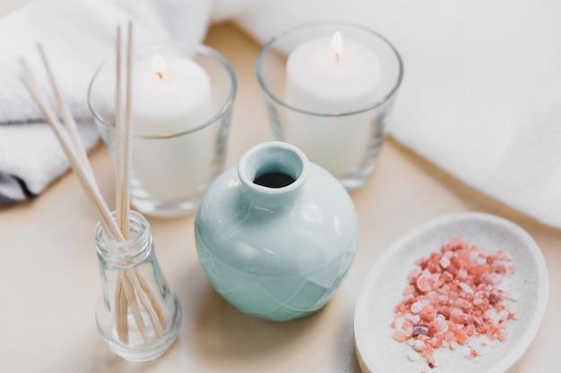 Sal de aroma y velas