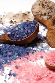 Sal de baño colorida dispersa