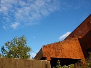 A sala de aldaba, la arquitectura