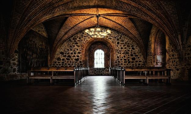 Sala del castillo, interior medieval auténtico, salón gótico