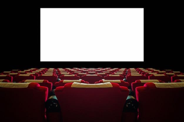Sala de cine con asiento rojo y amplia pantalla blanca.