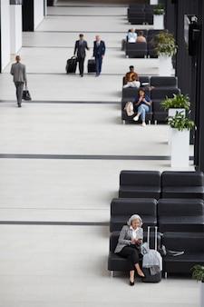 Sala de espera del aeropuerto moderno