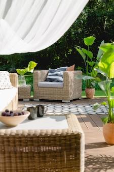 Sala de estar en el jardín