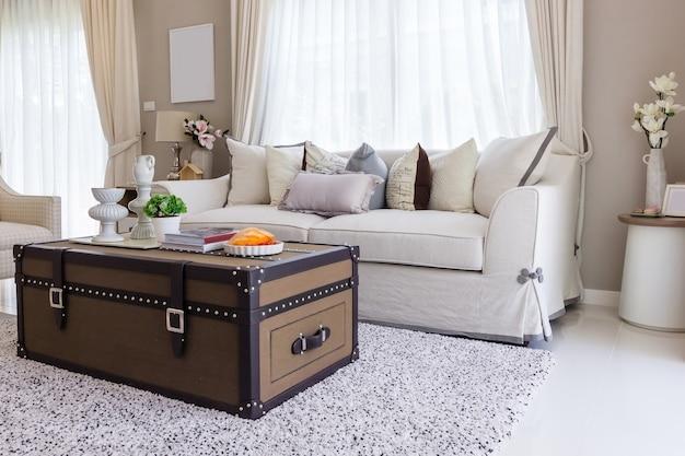 Sala de estar con muebles tapizados