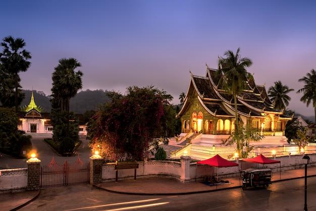 Sala de la estatua de buda en luang prabang, laos