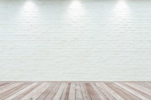 Sala interior vintage con pared de ladrillo blanco y piso de madera.