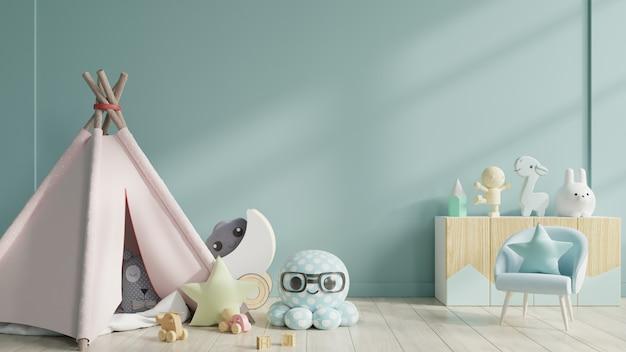 Sala de juegos para niños con carpa y mesa sentado detrás de la pared azul.