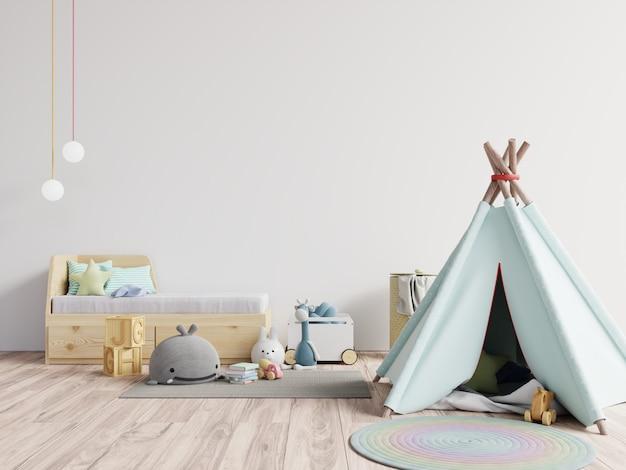Sala de juegos para niños con carpa y mesa sentado detrás de la pared blanca, muñeca.
