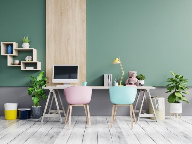 Sala de oficina con una pared en colores pastel.