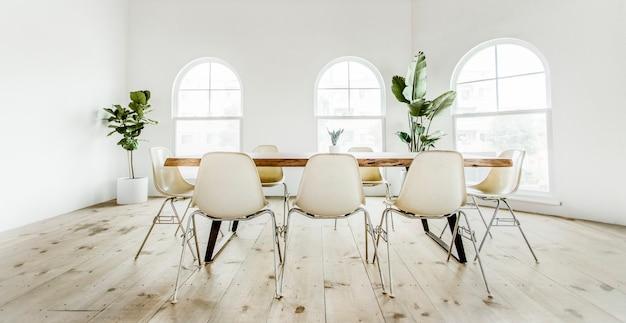 Sala de reuniones moderna y fresca