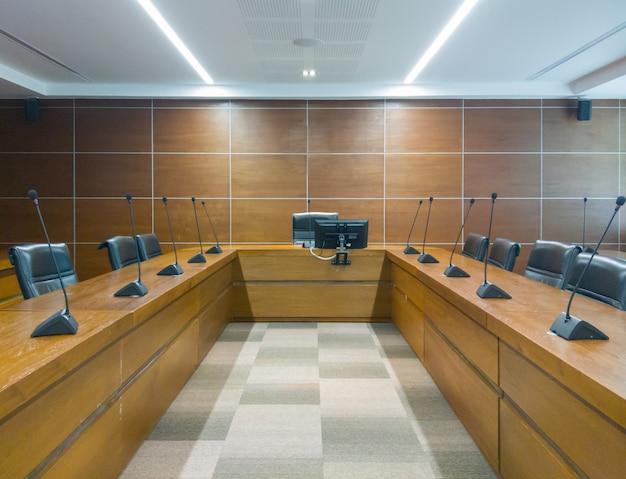 Sala de reuniones vacía para el tiempo de la conferencia.