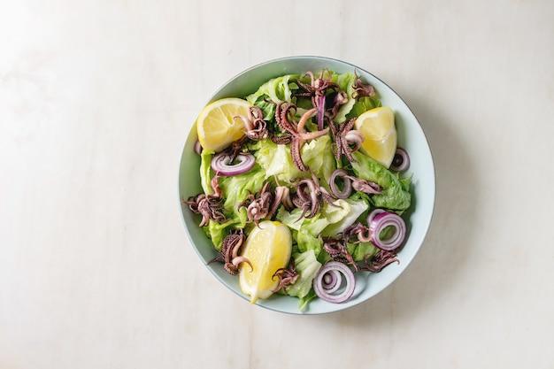 Salad con tentáculos de calamares a la plancha