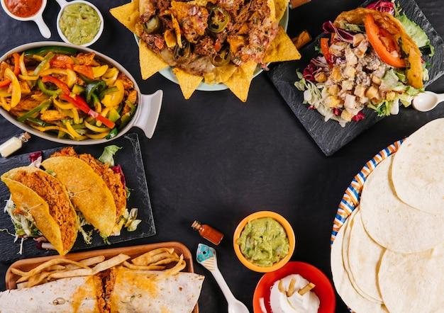 Salada composición de comida mexicana