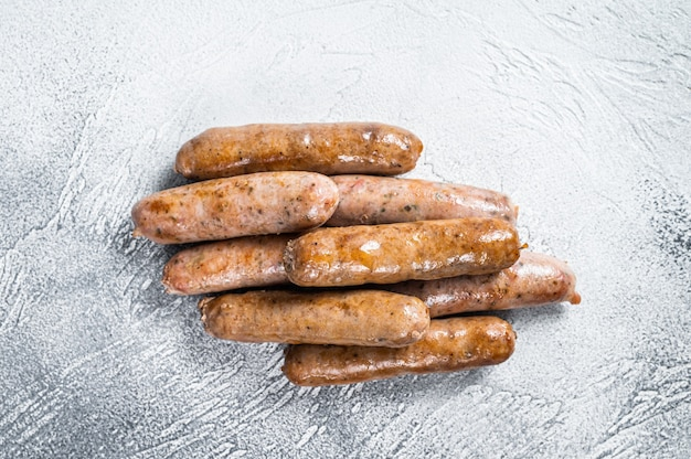 Salchichas asadas bratwurst hot dog. fondo blanco. vista superior.