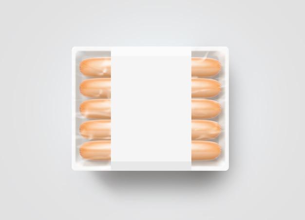 Salchichas en maqueta de caja desechable de plástico blanco en blanco, aislado