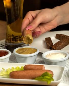 Salchichas mostaza y cerveza