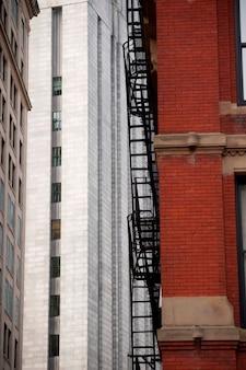 Salida de incendios exterior en un edificio en boston, massachusetts, ee.uu.