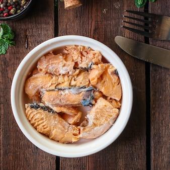 Salmón enlatado, pescado conserva mariscos