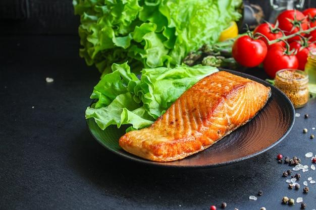 Salmón pescado frito barbacoa parrilla mariscos comida