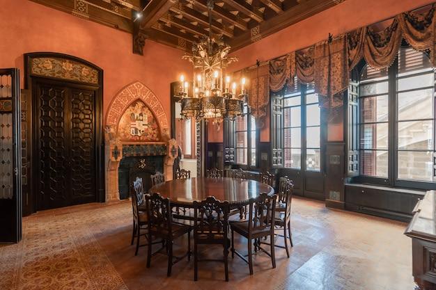 Salón de un castillo clásico