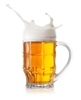 Salpicadura de jarra de cerveza