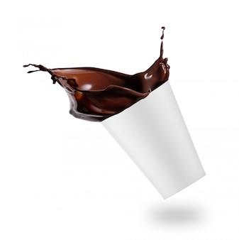 Salpicaduras de chocolate caliente en vidrio blanco