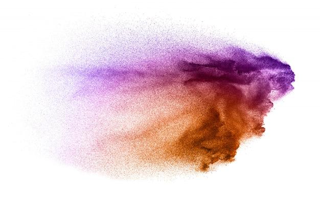 Salpicaduras de partículas de color rosa sobre fondo blanco