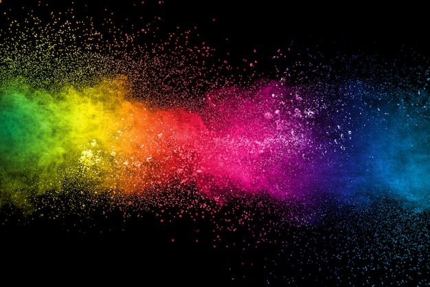 Salpicaduras de polvo multicolor sobre fondo negro. holi pintado.