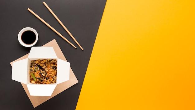 Salsa de soja y comida china.