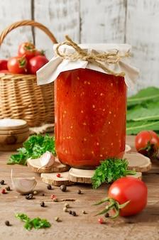 Salsa de tomate en lata