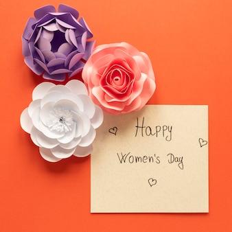 Saludo feliz día de la mujer con flores.