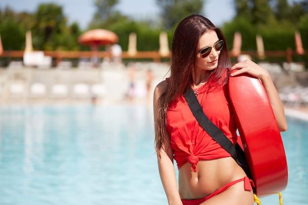 Salvavidas en la piscina