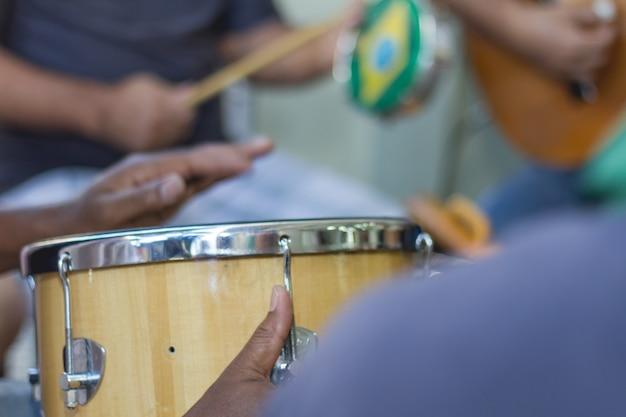 La samba es parte de la cultura carioca y una de las ciudades más tradicionales de los círculos de samba.