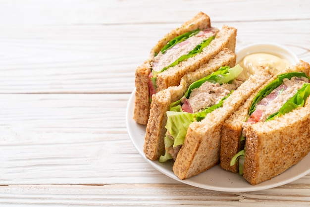 Sandwich de atún casero
