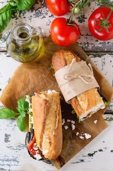 Sándwich baguette vegetariano