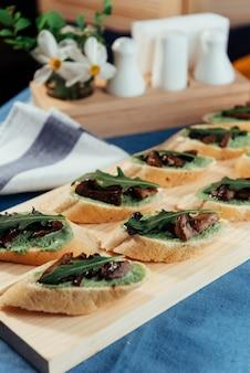 Sandwich con champiñones fritos