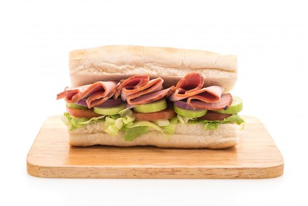 Sándwich de jamón y ensalada submarino