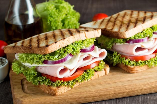 Sandwich con jamon