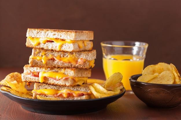 Sandwich de queso y tocino a la parrilla