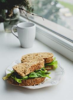 Sandwiches en el alféizar de la ventana